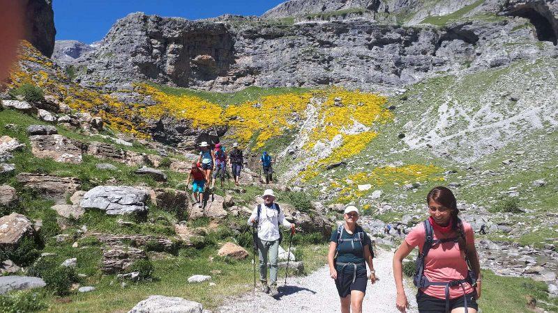 Pireneje, slowandactive, treking z jogą, joga w górach, hiking joga